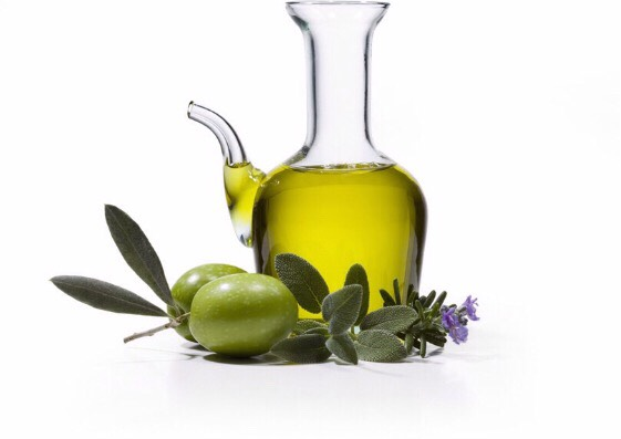 Half a spoonful of olive oil this will make your lips super smooth