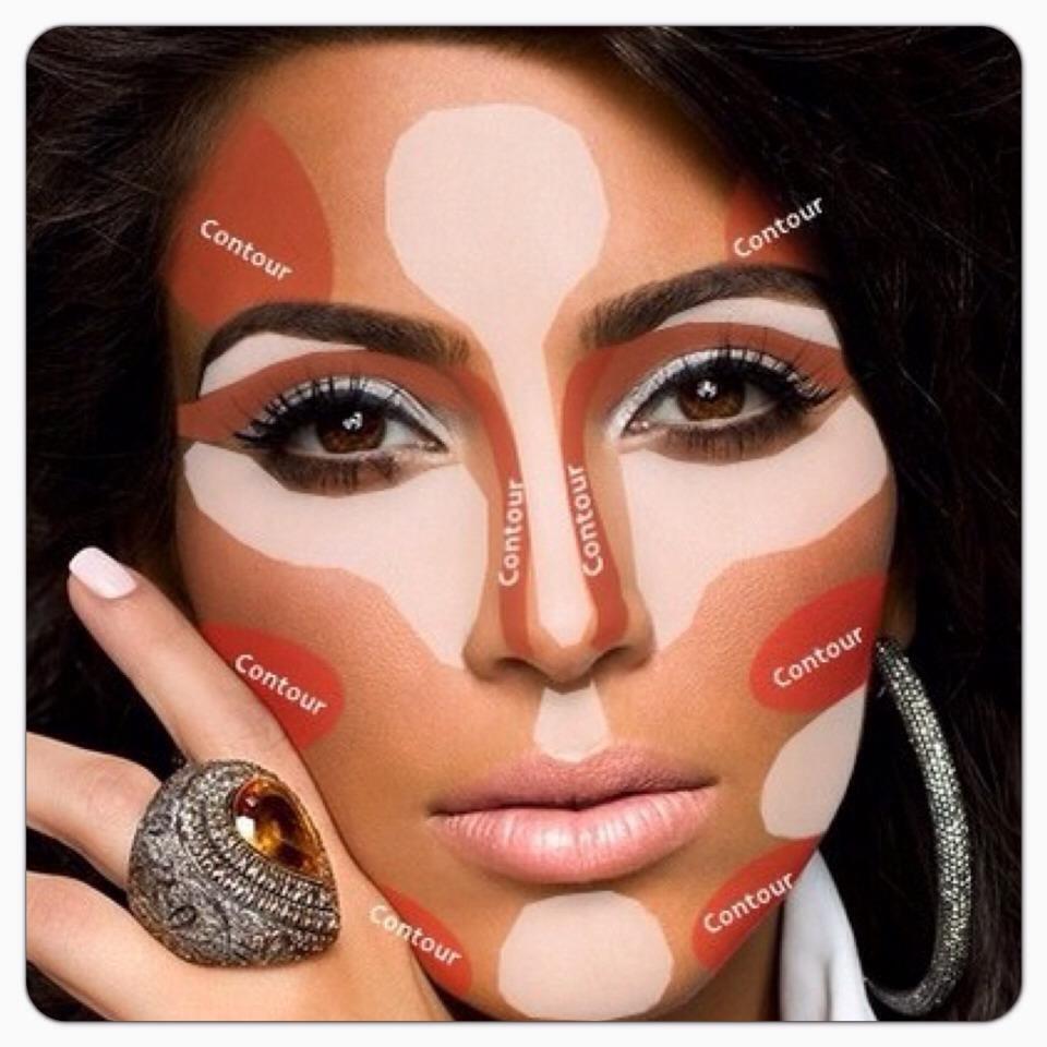 Kim Kardashian fully contoured 24/7