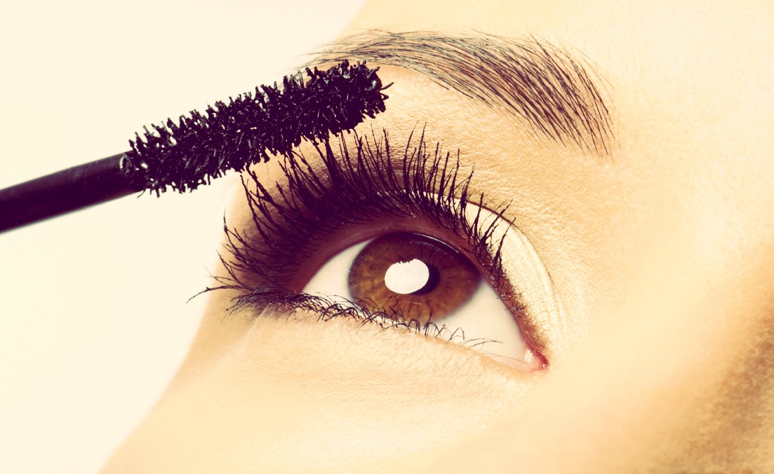 When getting the mascara don't pump! Twist it instead because your drying out your mascara that way 👀