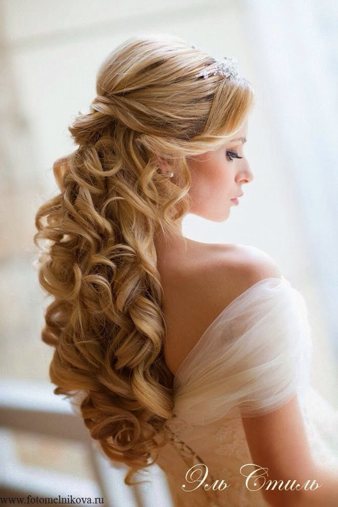 Curls look so elegant and can be pulled off with any style!
