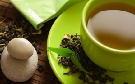 Green Tea  Drink 2 to 4 cups of green tea a day to reduce your risk of breast cancer by up to 53 percent!