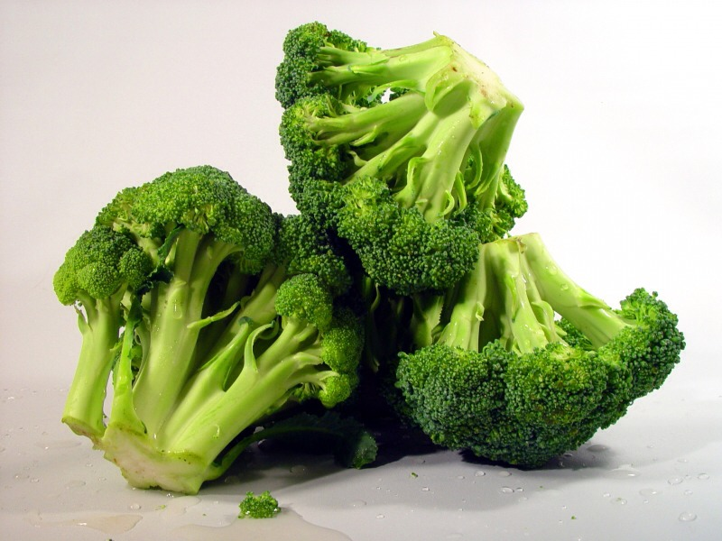 Broccoli: Veggies like broccoli have a high water and fiber content, meaning that you'll feel full; they will also increase your body's ability to burn fat by as much as 30 percent. In addition, studies show that people who eat the most fiber gain the least amount of weight.