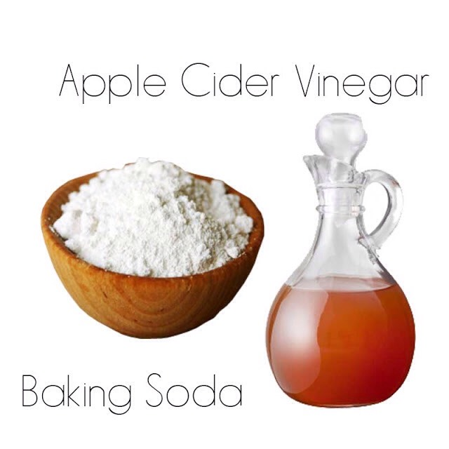 HOW TO USE NO POO |I use the baking soda straight up but I like to transfer it from that cardboard box to a water tight container so I can store it in the bathroom + it's not getting wet + clumping.With the apple cider vinegar, I mix 2 tbsp per cup of water in a spray bottle.
