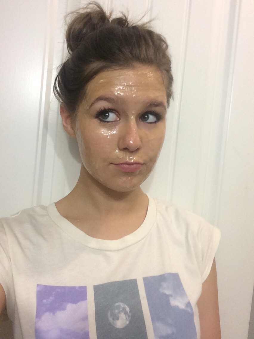 Then apply the mixture all over your face(except your eyes👀).            let it sit for 15-20 mins