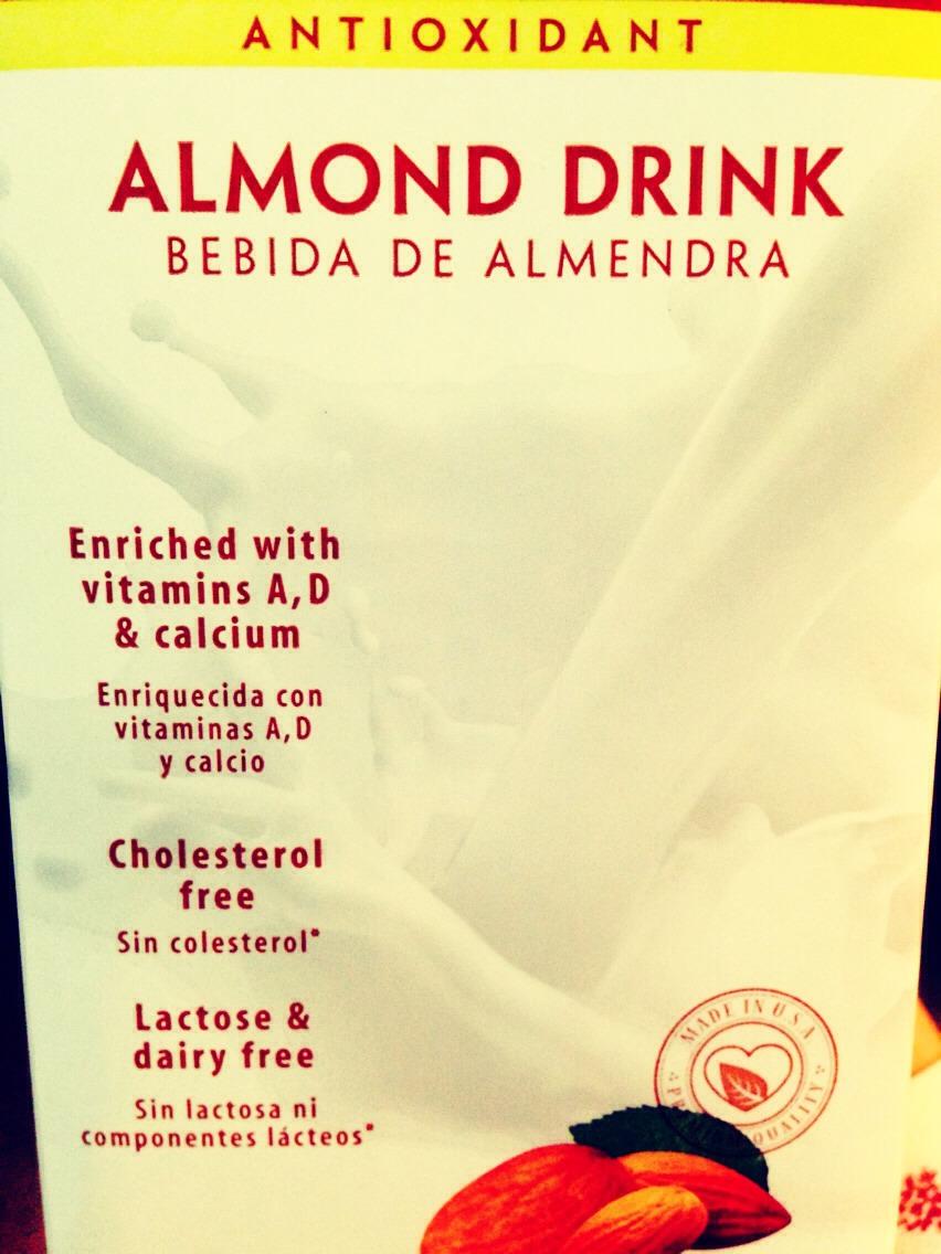 La leche de Almendras es totalmente, natural, vegetal y equilibrada, no está compuesta por ninguna clase de conservantes ni aditivos y menos glúten, lactosa o colesterol, comparte propiedades afines con la leche de soja.