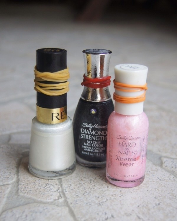 Can't get a grip on your nail polish cap? Put a rubber band around it to get a better grip.
