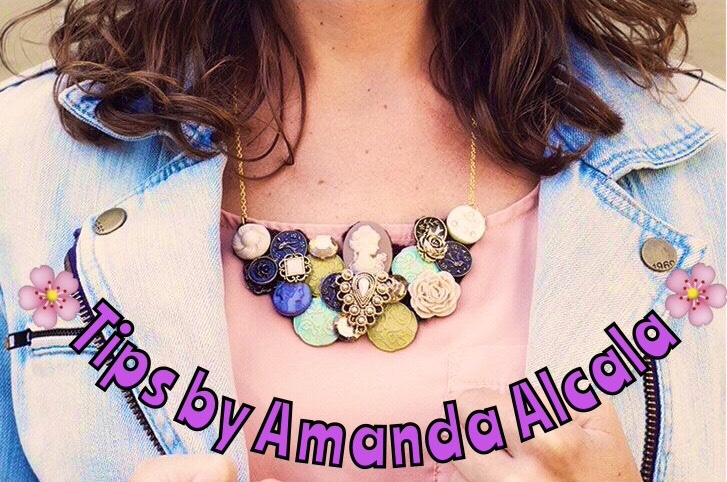 This first necklace uses E6000 glue to fix the buttons to the fabric.