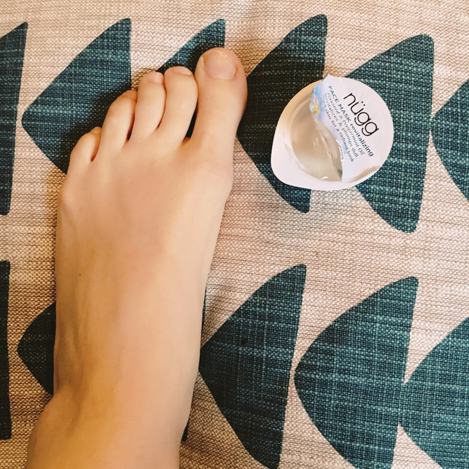 Step 1: Apply Revitalizing mask to your feet