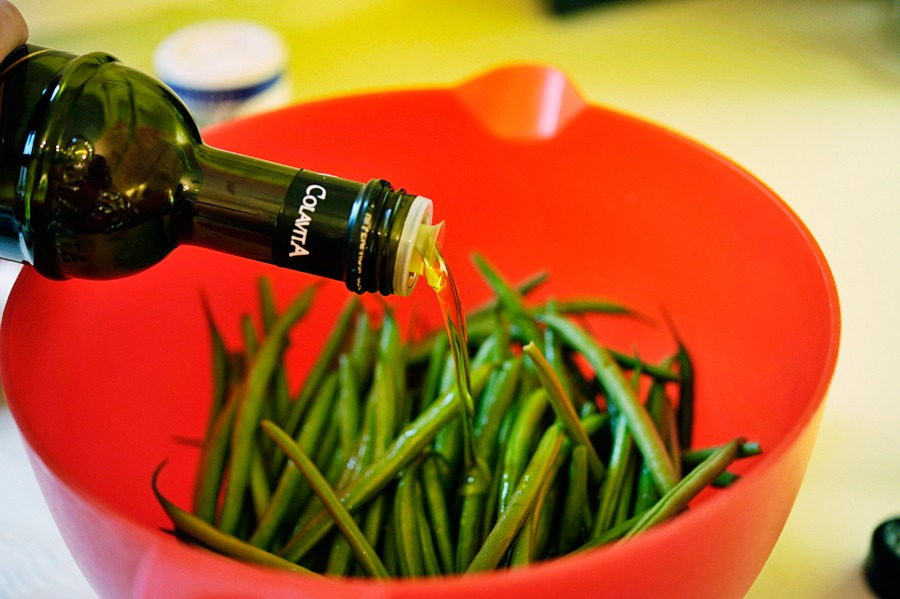 Rinse the green beans and snap off the ends if need be. Then add them to a medium-sized bowl. Add the olive oil and toss, then set aside to marinate.