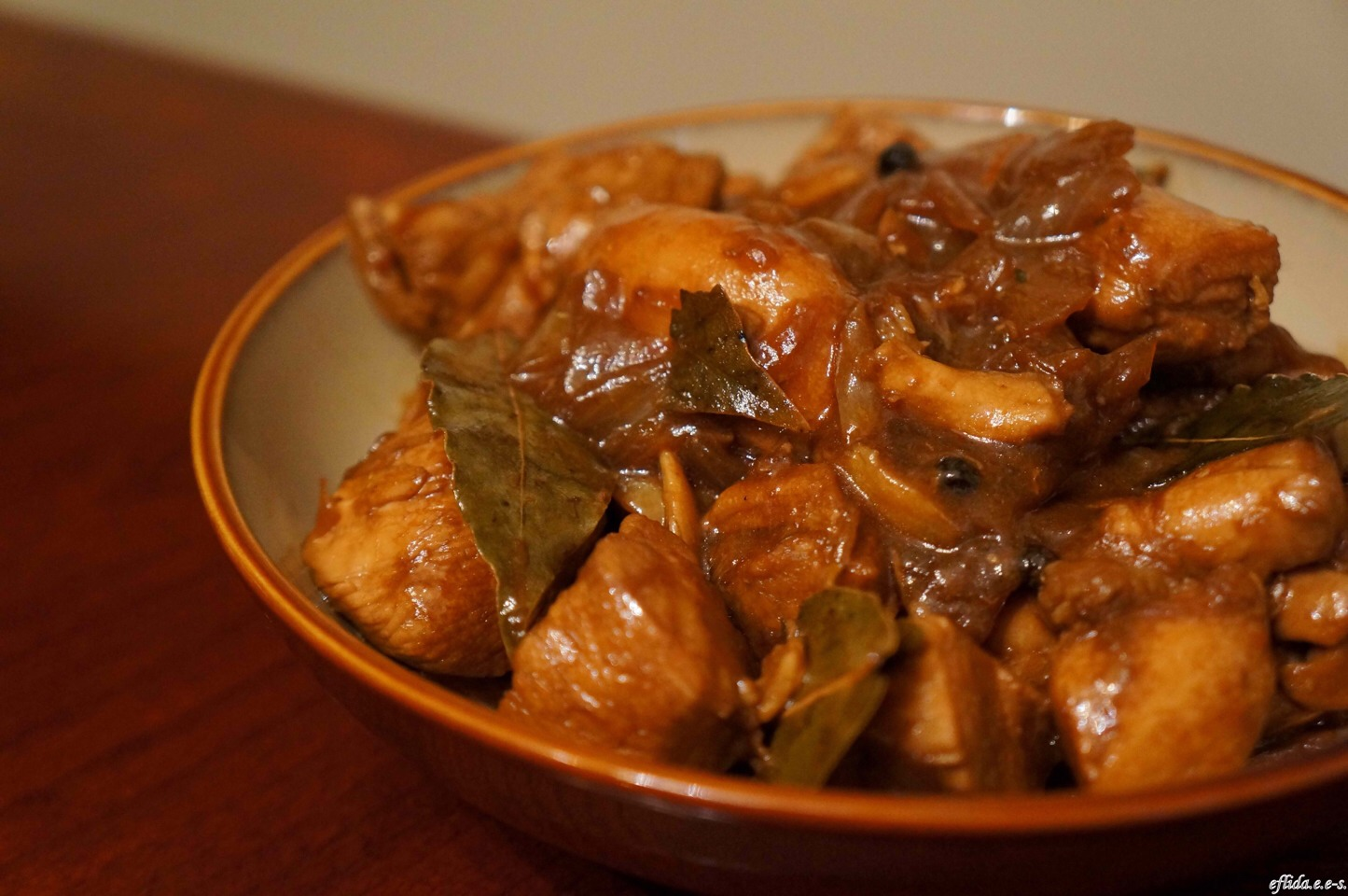 ADOBO is the all-Filipino dish that foreigners fall in love with. Simple and easy to cook, ADOBO is always a star in every dinner table. Even Chef Gordon made excellent comments when he tried Adobo in the Philippines! Swipe for the ingredients and steps!
