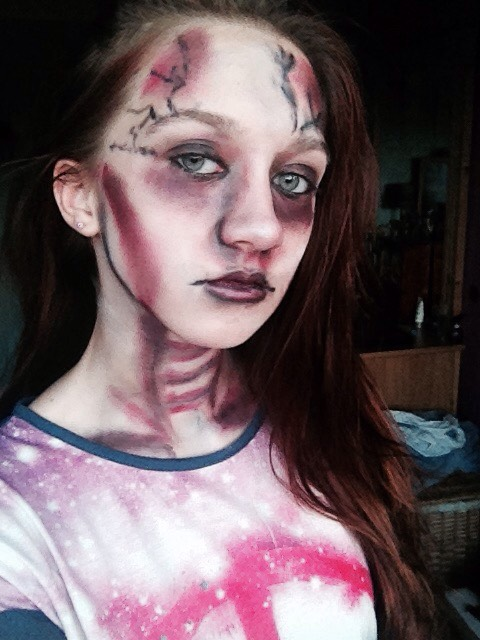This is my Halloween makeup. Hope you can get some ideas from me! Make sure you send me your finished looks!! Xoxo