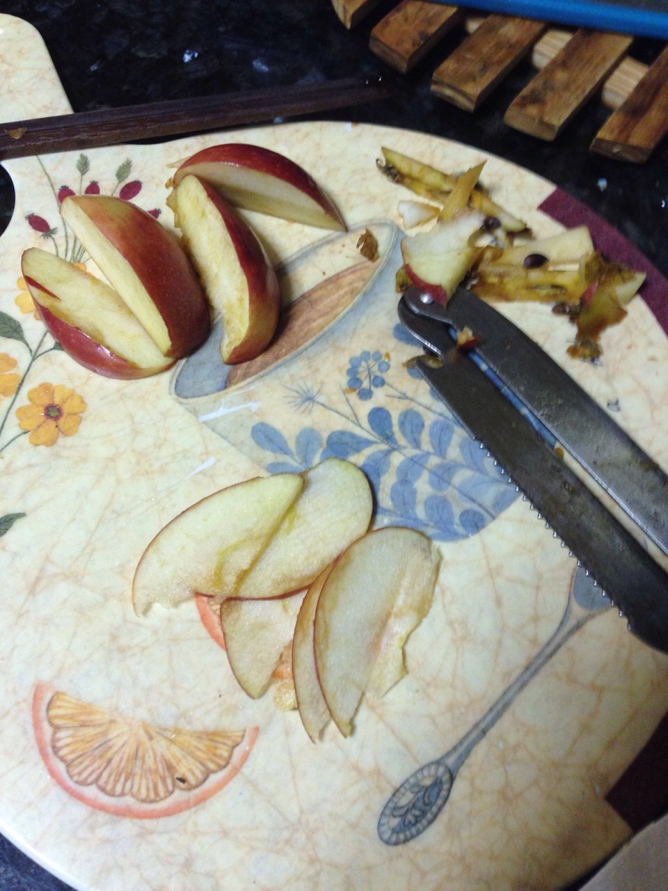 Wash and cut the apples in half Take out the seeds and cut in half again so you have 4 quarters  Now slice the apple in thin slices. The thiner the better. (I used a vegetable peeler)