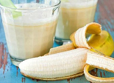What you need: One banana, one cup of water and a blender. What you do: Cut the banana into small pieces and add to the blender with the water. Blend on high speed until creamy. To make the milk thinner or thicker, use more or less water, respectively.