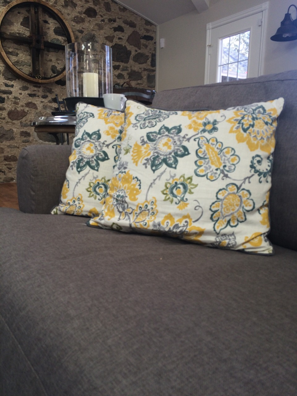 A good way to make your house feel lively and light, add spring coloured accent colour to your living room. (Like this pillow) Doing this, it will make your space feel welcoming and awaken your space.