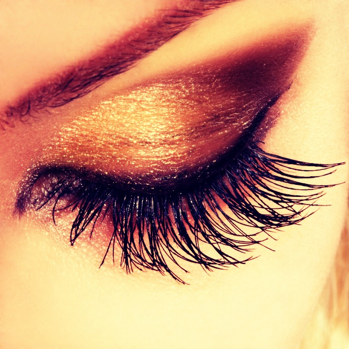 Apply second coat and make your eyelashes 10X thicker. Enjoy!