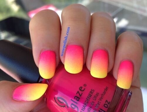 Ombré Nails Using a sponge ( makeup sponges work well) place 2-3 colors of your choice onto it. Paint your nails white. Then sponge on the gradient lining it up with your nail. Do this several times until you get the opacity you want. Tip:less cleanup-use tape or glue around nails before sponging.