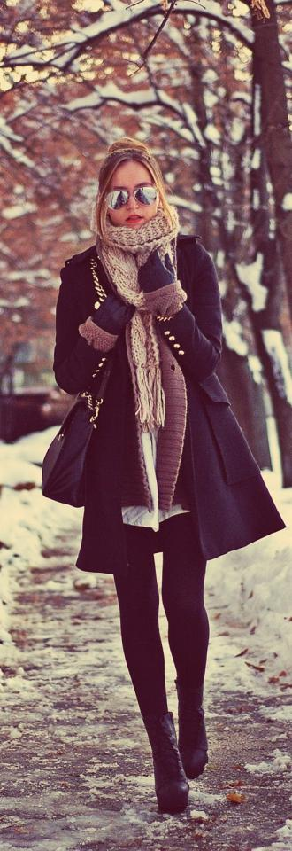2. Lovely Winter Street Style Fashion in Black. Walk to Class in Style During the Winter