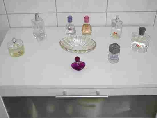 4⃣.Store Perfume And Cologne In The Dark To Keep It Fresh: Heat, light, and humidity can all break down the compounds in a perfume, causing it to be less fragrant. Resist the urge to display all your bottles on your vanity year round. Instead, store them in a cool place away from direct sunlight.