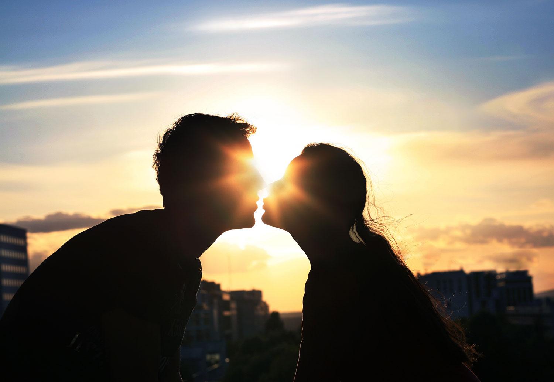 Картинка целующихся влюбленных, открыткой татьянин