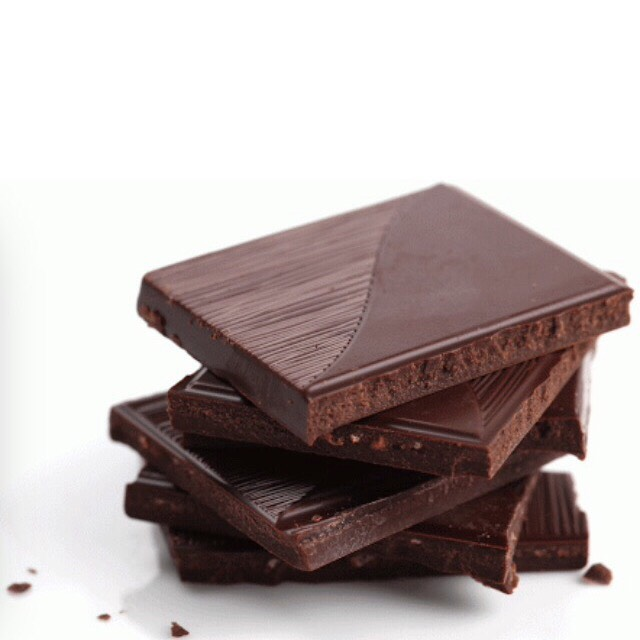 The antioxidants in dark chocolate help reduce roughness in your skin and protect it against sun damage. The cocoa relaxes arteries causing increased blood circulation and healthier skin. Dark chocolate is also rich in fatty acids and flavanols that promote glowing skin.