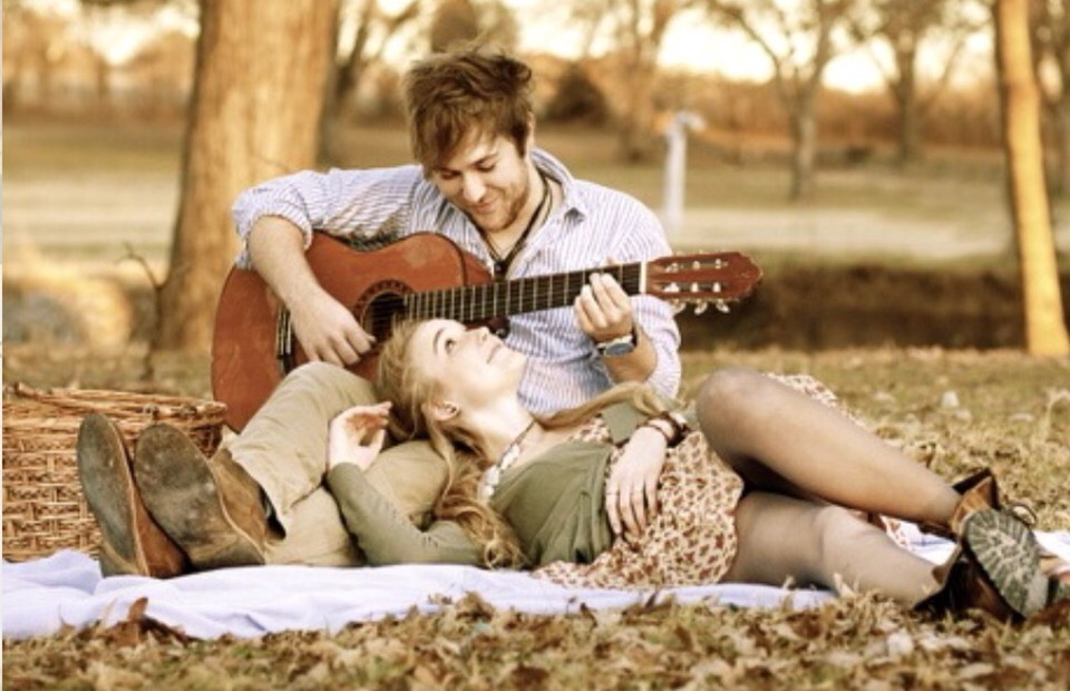 This is soooo cute! I love guitar and I hope my one day boyfriend will play to me, I know I'd definitely want a picture like this!