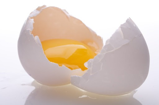 Seperate the egg white from yolk and place in bowl