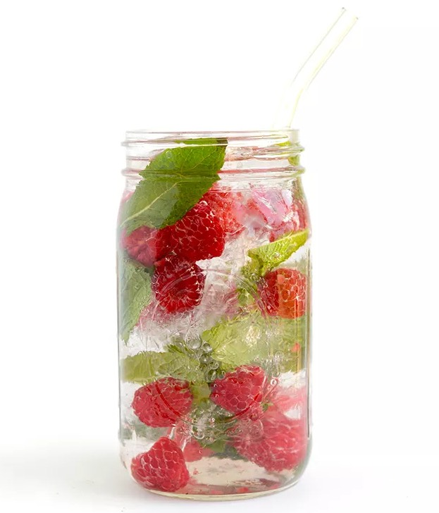 Raspberry-Mint Infused Water 2 cups of water or sparkling water 2 cups of ice 1 cup raspberries, whole handful of mint  *Combine all in a large mason jar or jug and drink immediately or let sit in fridge for 1-4 hours to soak in additional flavor.