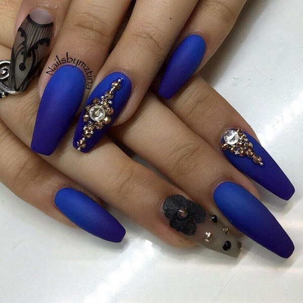 If you like these type of nails, you'll really love this one! Another idea for New Year's Eve!