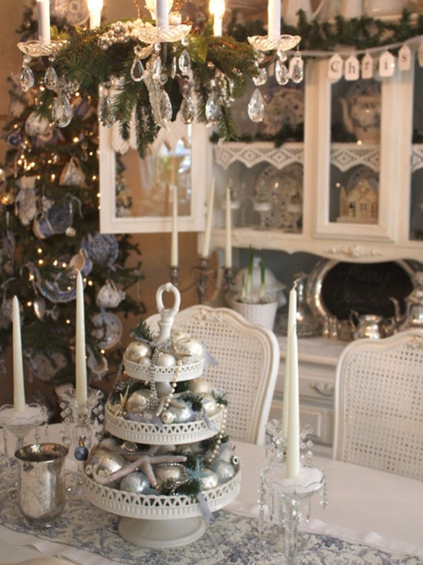 Cottage Christmas Turn a dessert stand into a three-tiered centerpiece featuring silver ornament balls, sparkling starfish, strands of jewelry and holiday greenery.