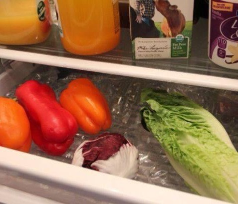 Instead of throwing away your bubble wrap, use it to keep your vegetables fresh.