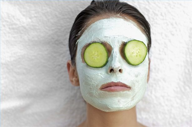 The way I do it is freeze the cumber circles then I empty the contents of 2t bags I put the frozen cucumber inside the t bag covers put my fav face mask on and I leave the cucumber on till it goes warm of my face it works every time.