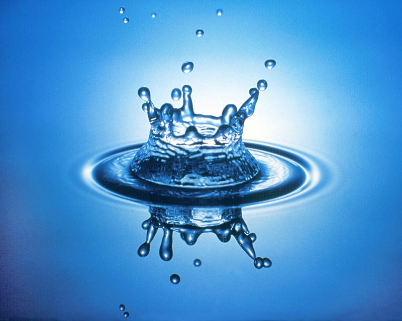 The power of water Your mouth has powerful freshening powers of its own, thanks to the bacteria-fighting properties of saliva. But when we don't drink enough fluids, our mouths can get dry, providing an ideal environment for harmful bacteria to grow and thrive. Drink water after meals to help.