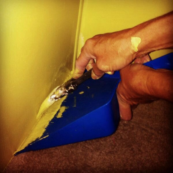 GENIUS!! Trim painting made easy with a dustpan! --to make your life easier.