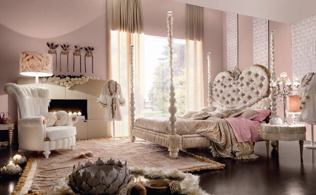 In this bedroom everything is a nice shade of light pink
