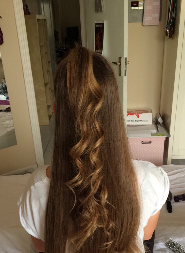 When you have finished this, you can use another hair band to put up only the curled hair and then take out the lower pony tail so it looks like the picture