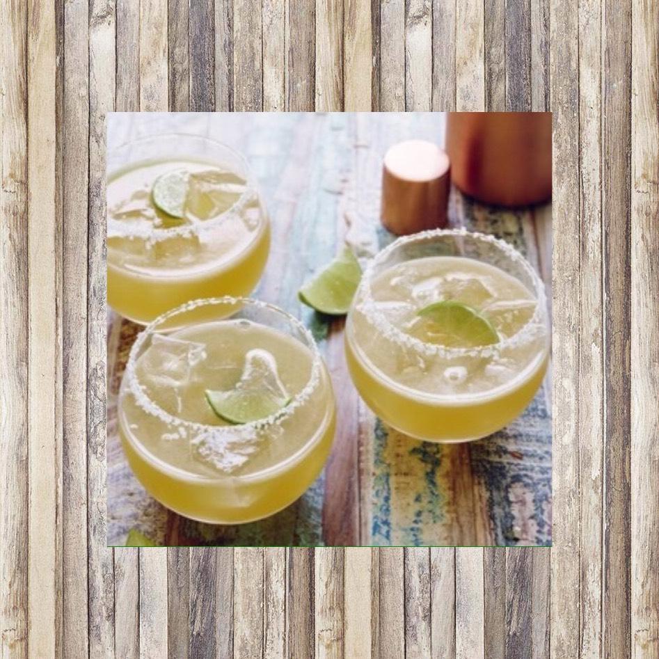 Margarita🍸 2 oz tequila  1 oz lime juice 1 oz Cointreau
