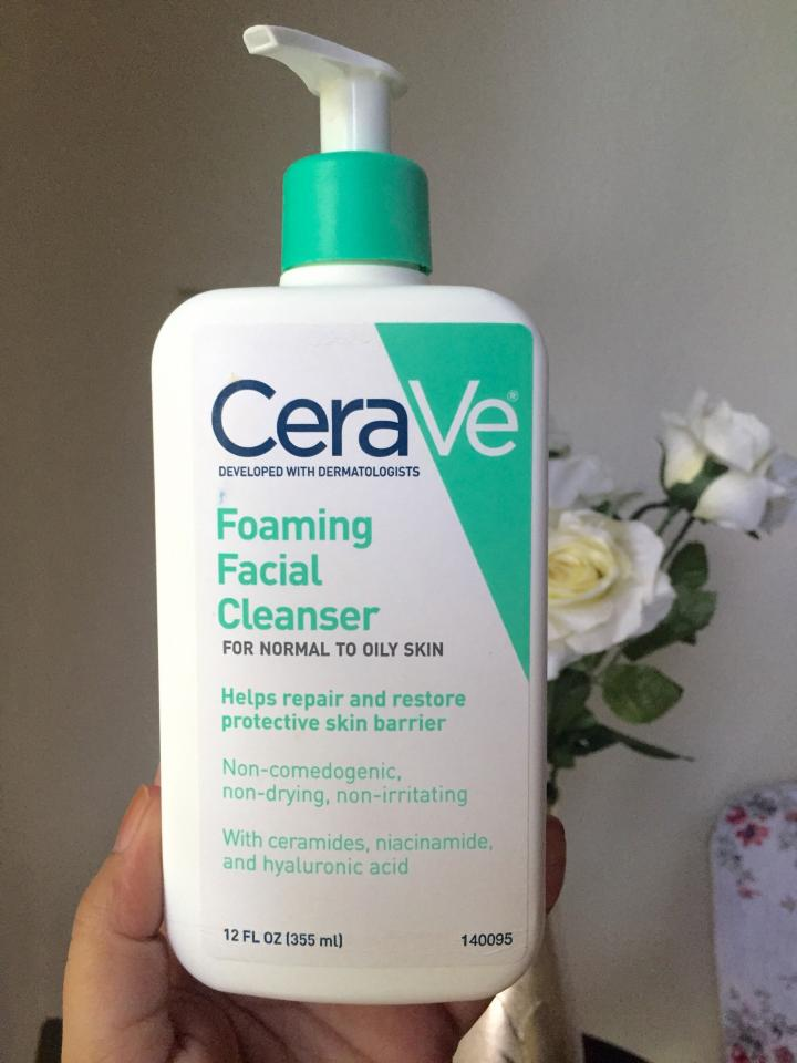 Get a perfect cleanse with a pH balanced face wash. To match the pH of your skin and avoid damage, use a cleanser with pH 5.5 or below, like this one from Cerave.