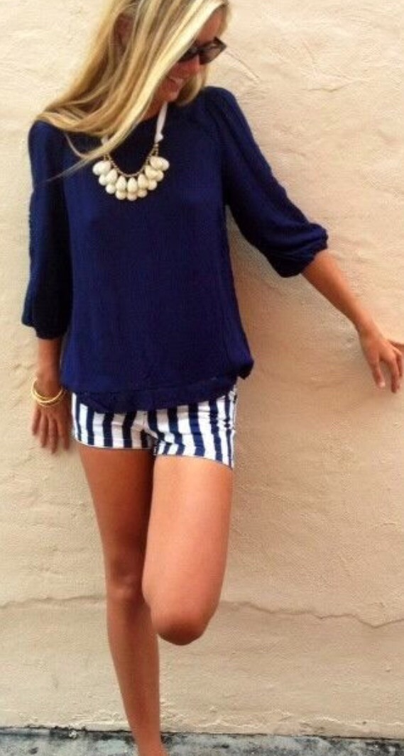 11. NAVY SUMMER OUTFIT I really love these deep navy color, especially when paired with the striped shorts and gold accent necklace.