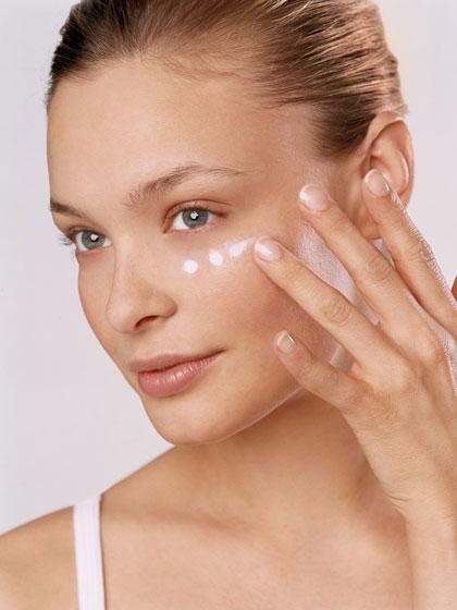 Beauty tip2: Always pat on concealer and not rub it onto skin: If you have uneven spots and use concealer, patting it onto the skin will make your skin appear more flawless. Although rubbing is easier, you will end up brushing too much concealer away which will reveal the redness behind.