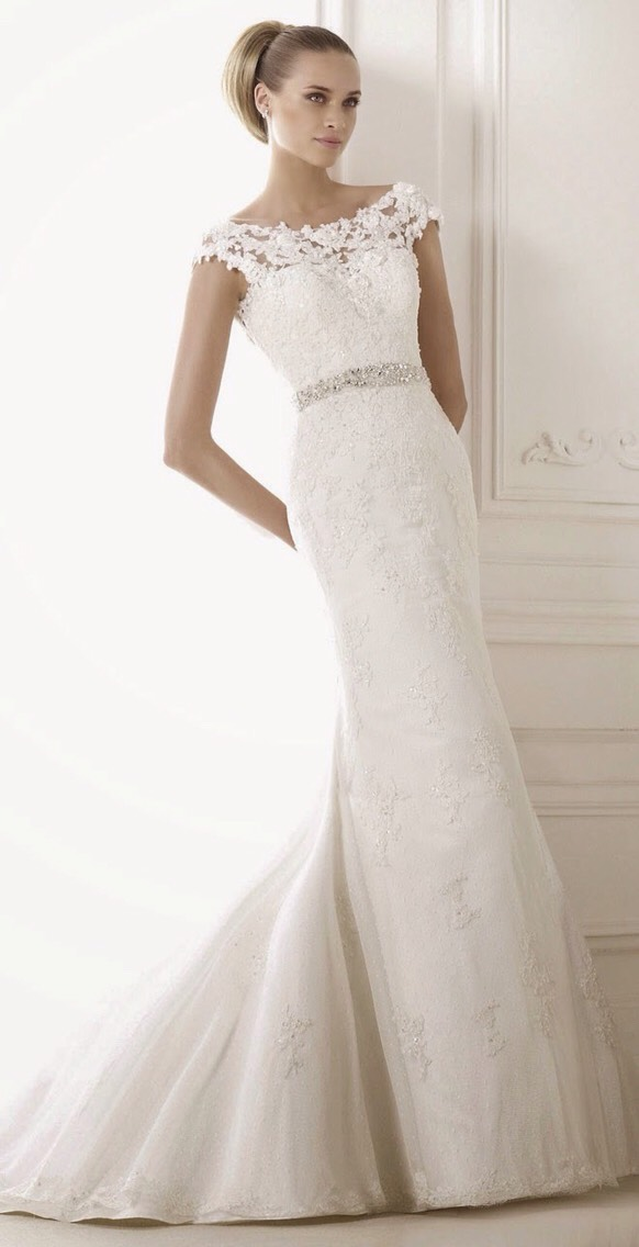 This is a very form fitting gown and it's beautiful 😍