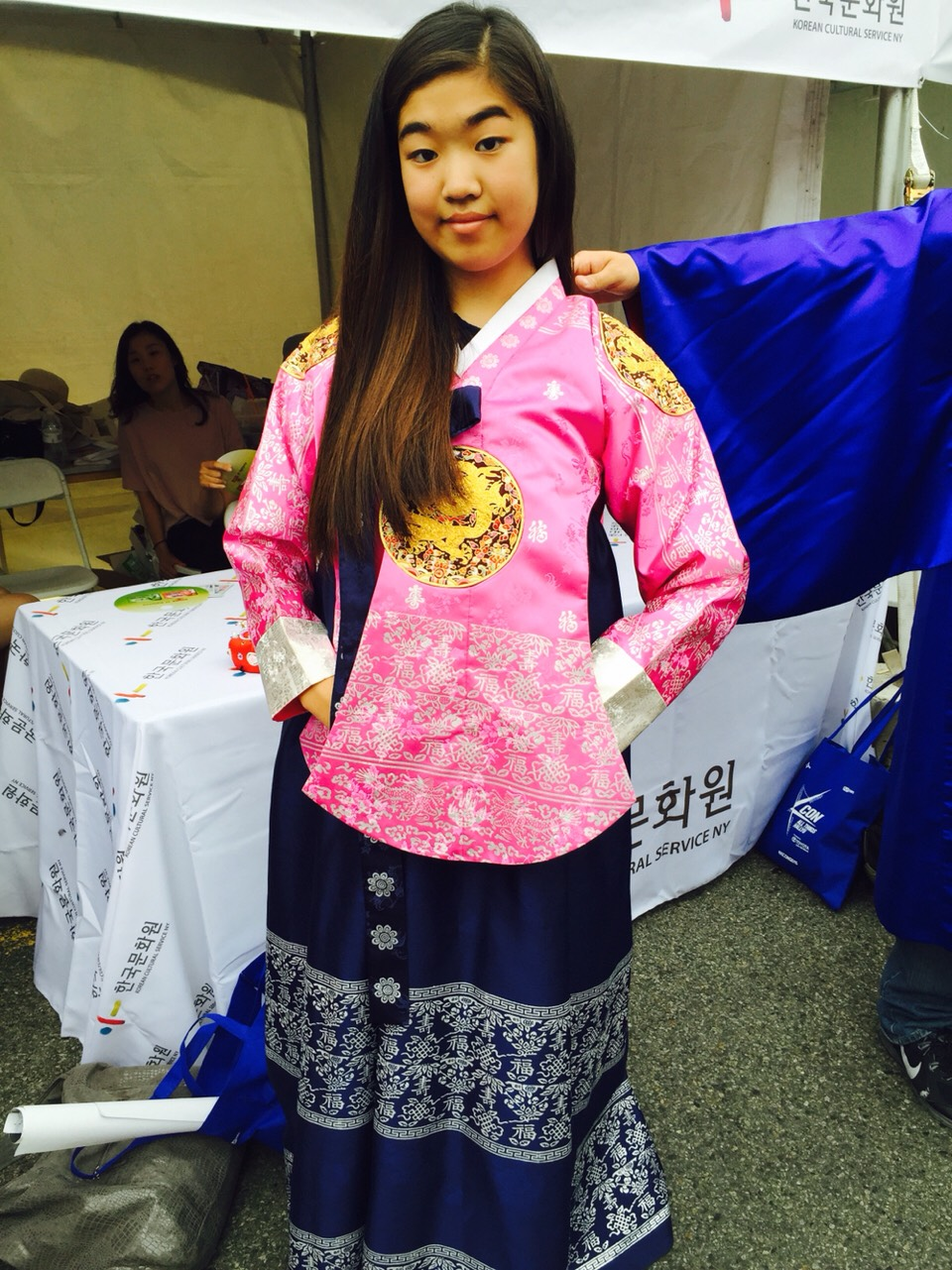 THE RIGHT WAY TO WEAR A HANBOK (한복)