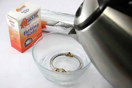 Use Aluminum Foil To Polish Silver Baking Soda Salt