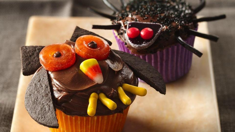 Add something creative to your Halloween celebration! Enjoy these owl shaped cupcakes made with Betty Crocker* SuperMoist* Golden Cake Mix and Betty Crocker* Creamy Deluxe* frosting.