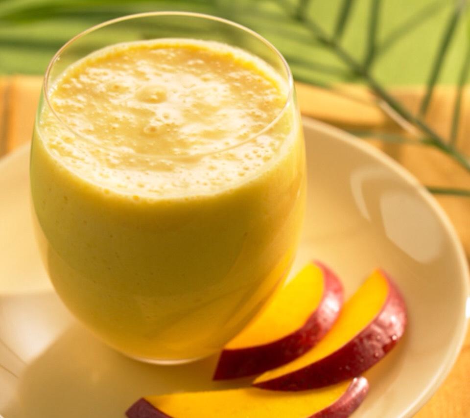 Mango Madness  - Serves 2 people 1 can 8oz juice packed pineapple chunks 1 c fat free frozen vanilla yogurt 1 lg ripe mango peeled and chopped  1 ripe banana sliced Ice cubes, cracked or crushed