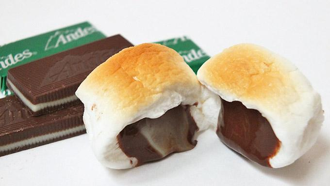 4.Let the mints melt into the marshmallows.  5. Enjoy the melty, minty marshmallow goodness!