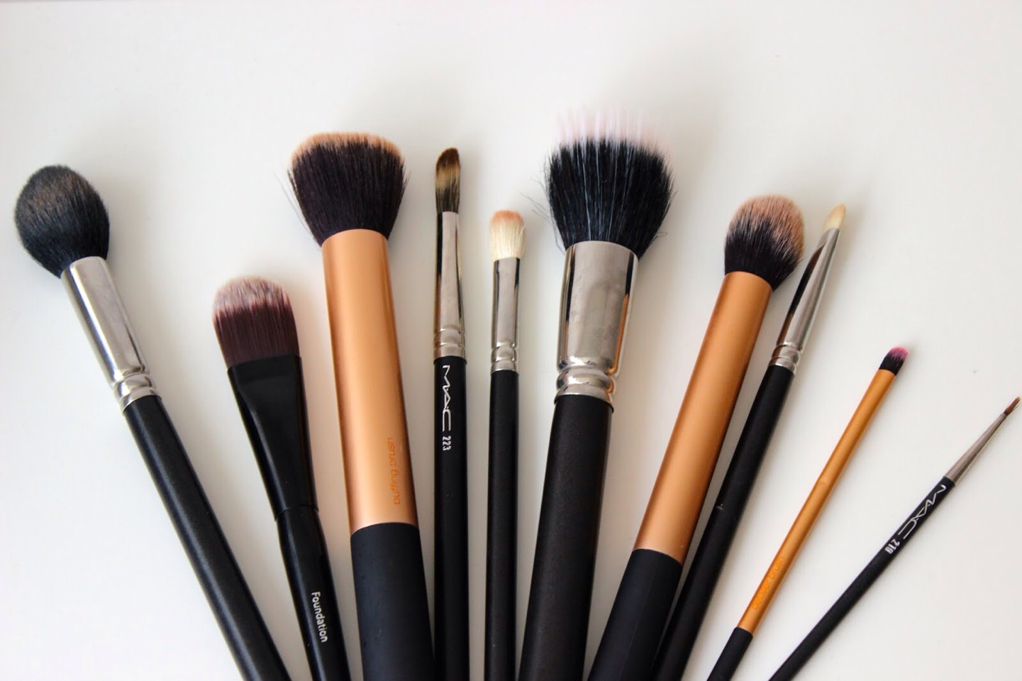 Keep your brushes clean!  Do this by washing them with a drop of shampoo, and rinsing under warm water, until the water runs clean 👌