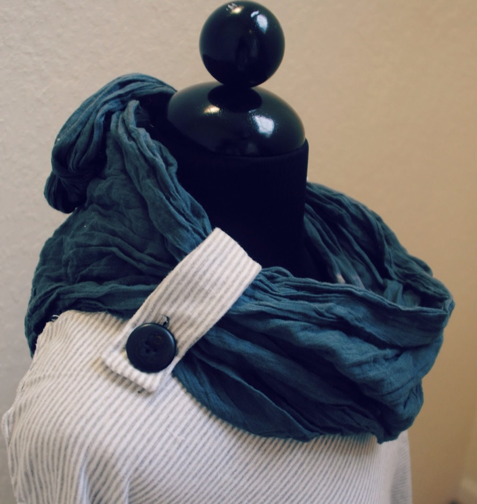 Tap on image   http://www.trashtocouture.com/2012/11/diy-convertible-cowl-neck.html?m=1