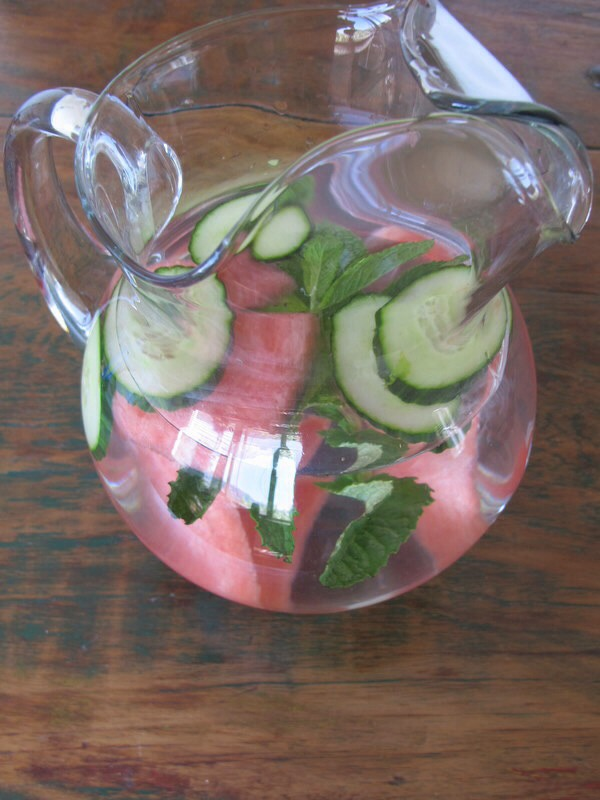Watermelon mint :) -1 cup of cubed watermelon  - 1/4 cup of mint leaves