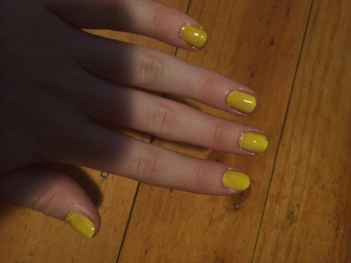 First just paint your nails the base colour