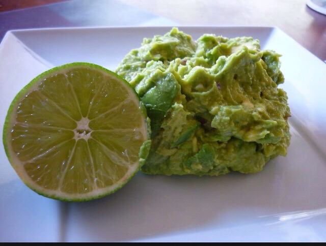 After smashing the avocados,adding the lime juice and the salt; Mix the rest of the ingredients and just using an spatula mix it gently.  * when I make guac I normally portion the batch in two after I mix the ingredients and I use half for Mango Guac! 🙊 2 kinds of guac in one night..👌👅💦☀️